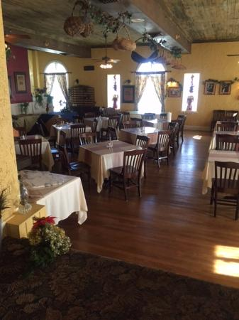Seminole Inn: Old Elegance In This 1920u0027s Dining Room (yes It Has Modern  Conveniences