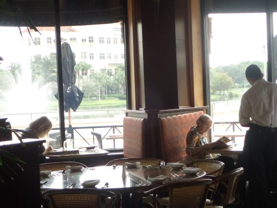The Cheesecake Factory Sitting In Atrium Will Give You A Great View Of