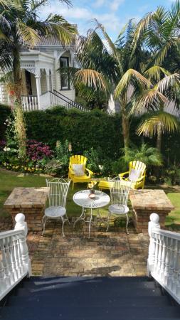 Eden Park Bed & Breakfast: Lovely yard