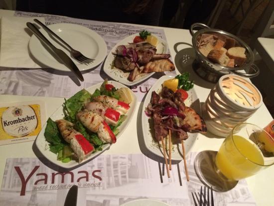 Yamas meze restaurant & weinbar: Lamb chops, souvlaki, squid with cheese and the pita bread