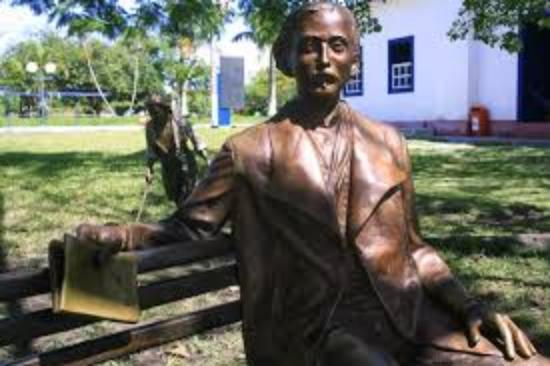 Barra de Sao Joao, RJ: estatua de casimiro de abreu