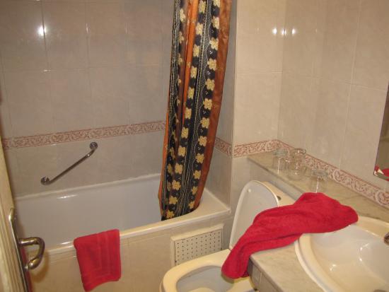 badkamer - Picture of Hotel Mounia, Fes - TripAdvisor