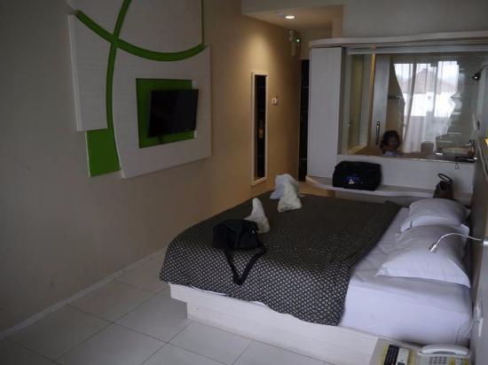 Dewarna Hotel Convention Bojonegoro Nice Design Room With Transparent Bathroom