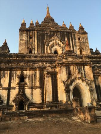 Gubyaukgyi Temple: Pagoda entrance