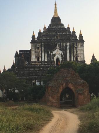 Gubyaukgyi Temple: A grand looking pagoda