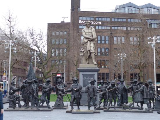 Rembrandt Statue Picture Of Rembrandtplein Amsterdam