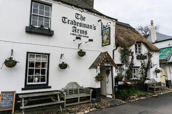 Stokenham, UK: Front of the Pub at Christmas 2015