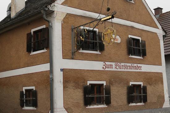 Kallmuenz, ألمانيا: Das nahegelungene Wirtshaus 'Zum Bürstenbinder'