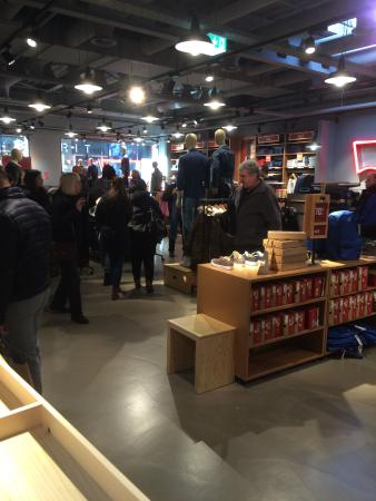 Outletcity Metzingen: A packed Levis store at Outlet City