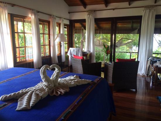 La Paloma Lodge: Towel art