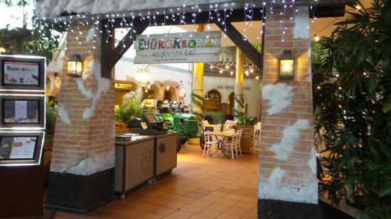 Entree buffet restaurant picture of center parcs port for Port zelande center parcs review