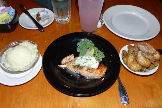 Rockport, ME: Grilled Salmon with garlic butter, mashed potatoes and fried zucchinis