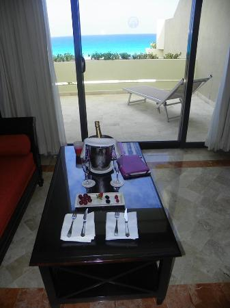Paradisus Cancun: Upon our arrival to our room. :)