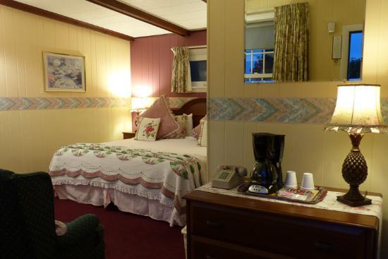 Claddagh Motel & Suites: Unser Zimmer, Blick vom Eingang