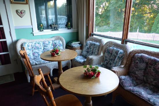 Claddagh Motel & Suites: Frühstückszone