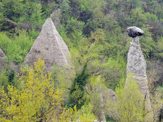 Zone, Italia: piramidi