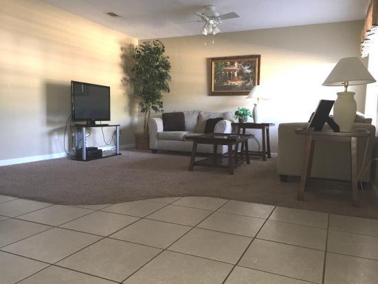 Gautier, MS: Living Room