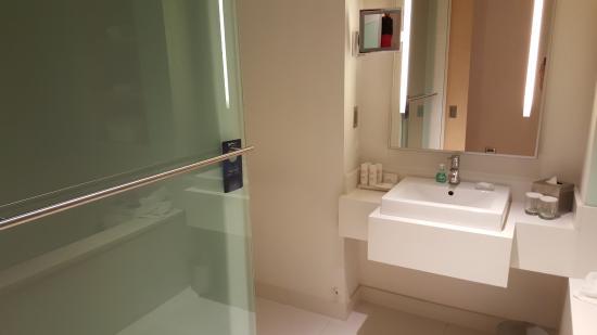 the bathroom picture of radisson blu aqua hotel chicago tripadvisor rh tripadvisor com
