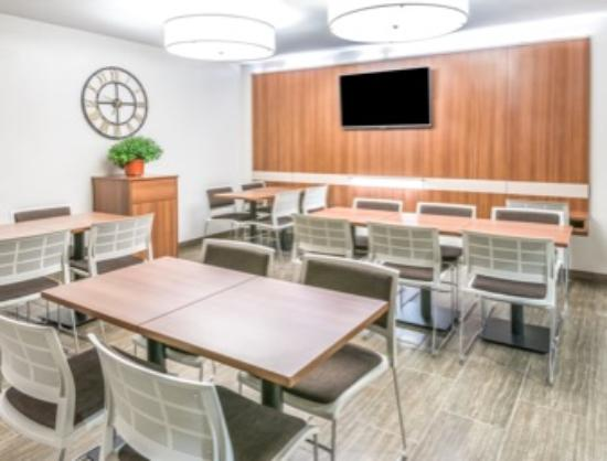 Microtel Inn & Suites by Wyndham Victor/Rochester: Breakfast Seating