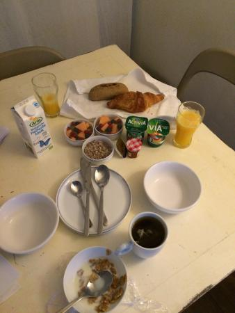The Flying Pancake B&B Amsterdam: Example of the breakfast spread