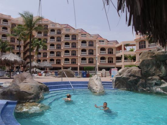 Playa Linda Beach Resort: The pool