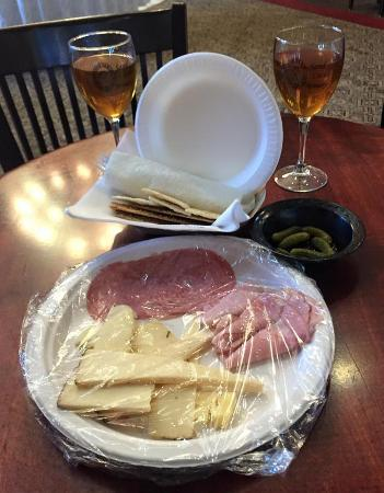 Sand Castle Winery: Cheese and meat platter