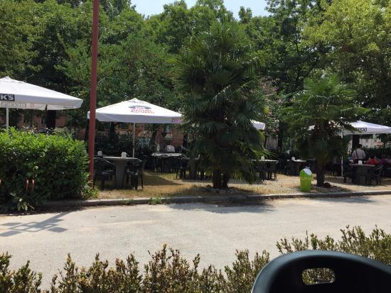 Nichelino, إيطاليا: Tavoli esterni