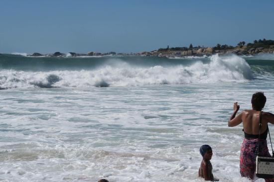 Camp's Bay Beach: Freezing Ocean