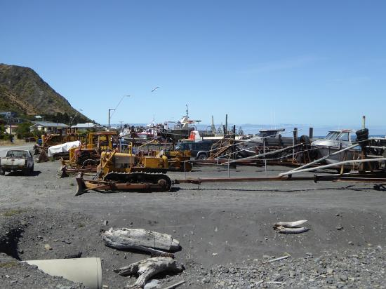 Вайрарапа, Новая Зеландия: A bulldozer for every boat