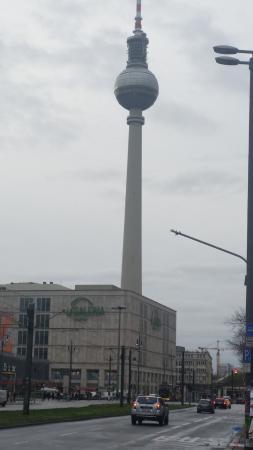 Ramada Hotel Berlin-Alexanderplatz: Der Alexanderplatz ist nur ein paar Schritte entfernt