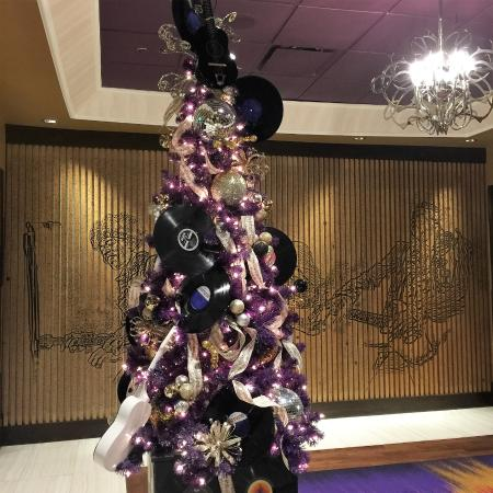 hard rock hotel casino lake tahoe christmas decor hard rock style - Violet Hotel Decor