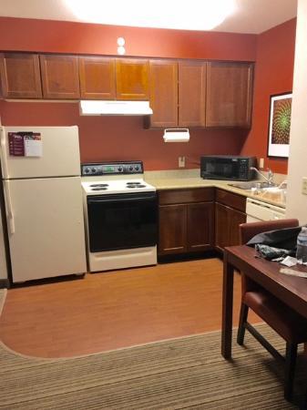 Residence Inn Indianapolis Carmel: Kitchen