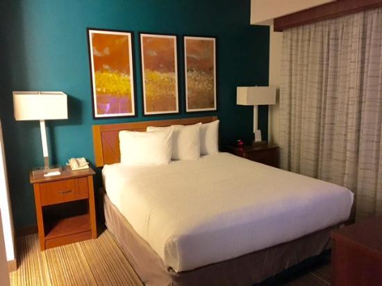 Residence Inn Indianapolis Carmel: Bed