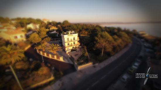 Hotel Port Helene : L'hôtel vu du ciel