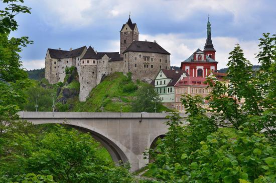 Hrad Loket: hrad a most