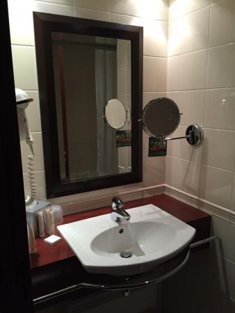 Hotel Concorde Montparnasse: Bagno