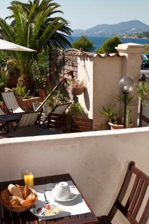 Hotel Port Helene : Un balcon