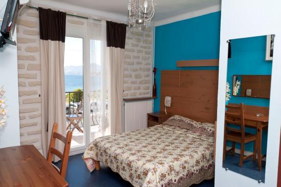 Hotel Port Helene : Chambre double