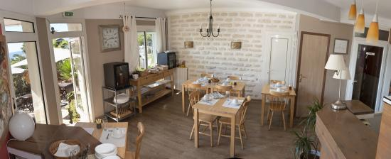 Hotel Port Helene : La salle des petits déjeuners