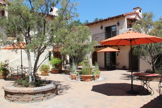Su Nido Inn (Your Nest In Ojai): Su Nido Inn courtyard