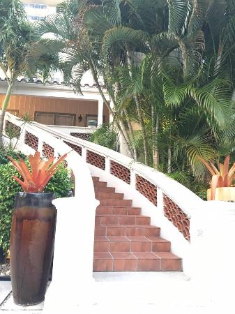 La Casa Del Mar: Staircase going to second floor guest rooms