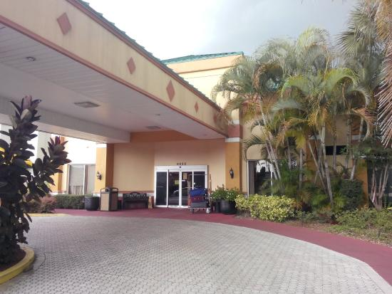 Baymont Inn & Suites Florida Mall/ : Fachada do hotel