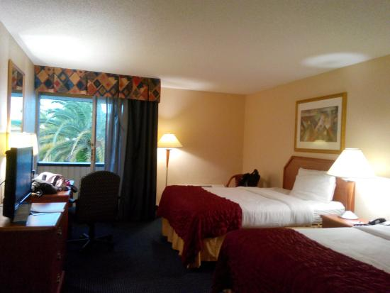 Baymont Inn & Suites Florida Mall/ : Suite