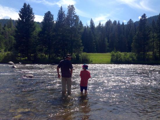 320 Guest Ranch: Fly fishing in the Gallatin
