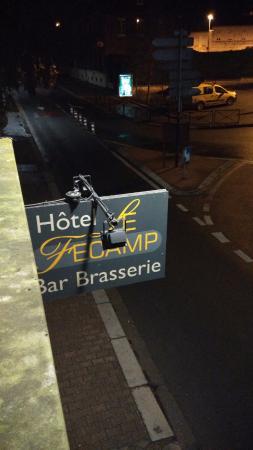 Bolbec, France : Pancarte de l'Hôtel, vu d'une chambre