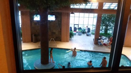 Geneva Ridge Resort: Pool view from 2nd floor skywalk