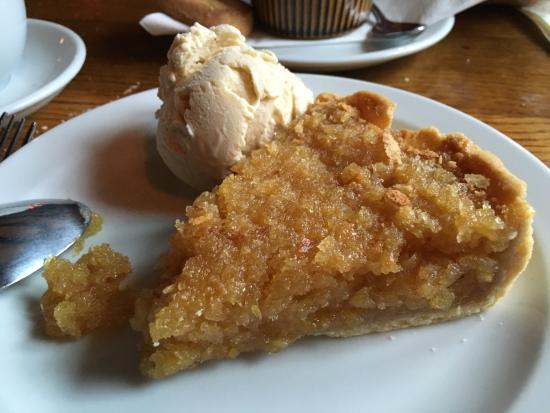 Pett, UK: Luscious treacle tart