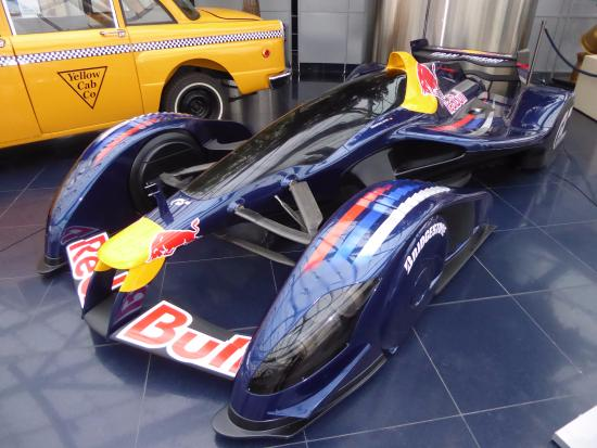 https://media-cdn.tripadvisor.com/media/photo-s/0a/01/15/5f/red-bull-hangar-7.jpg