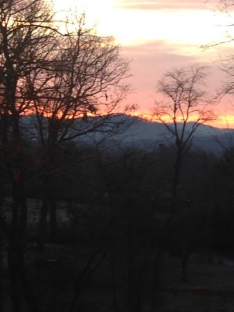 Asheville Cottages: Sunrise from the cottages!