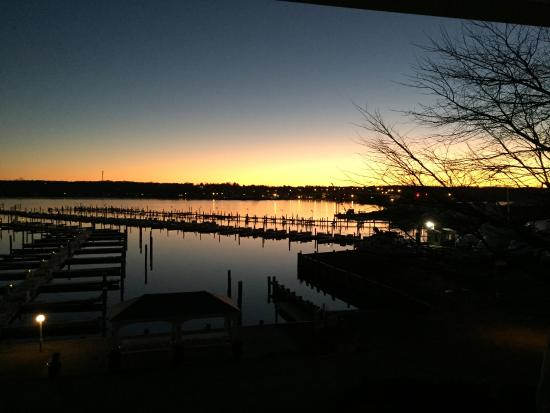 Niantic, CT: Beautiful winter sunset from Room 3